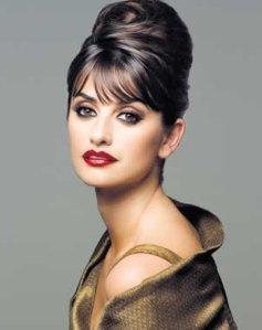 Peinados-fáciles-como-hacer-un-peinado-retro-y-vintage-estilo-Audrey-Hepburn